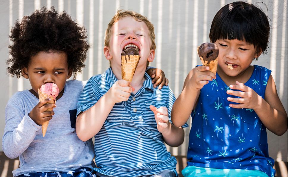 Niños comiendo helado. Concurso de fotografía con helados San Telesforo